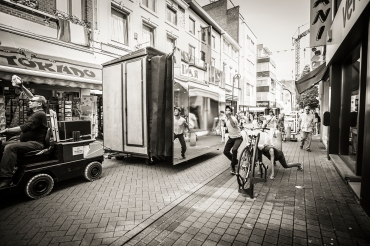 Theater op de markt is een vierdaags festival dat openlucht-, circus- en locatietheater bundelt. Benjamin Vandewalle met de voorstelling Birdwatching 4x4
