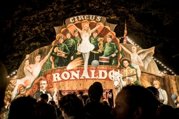 Theater op de markt is een vierdaags festival dat openlucht-, circus- en locatietheater bundelt. Circus Ronaldo met de productie Fidelis Fortibus